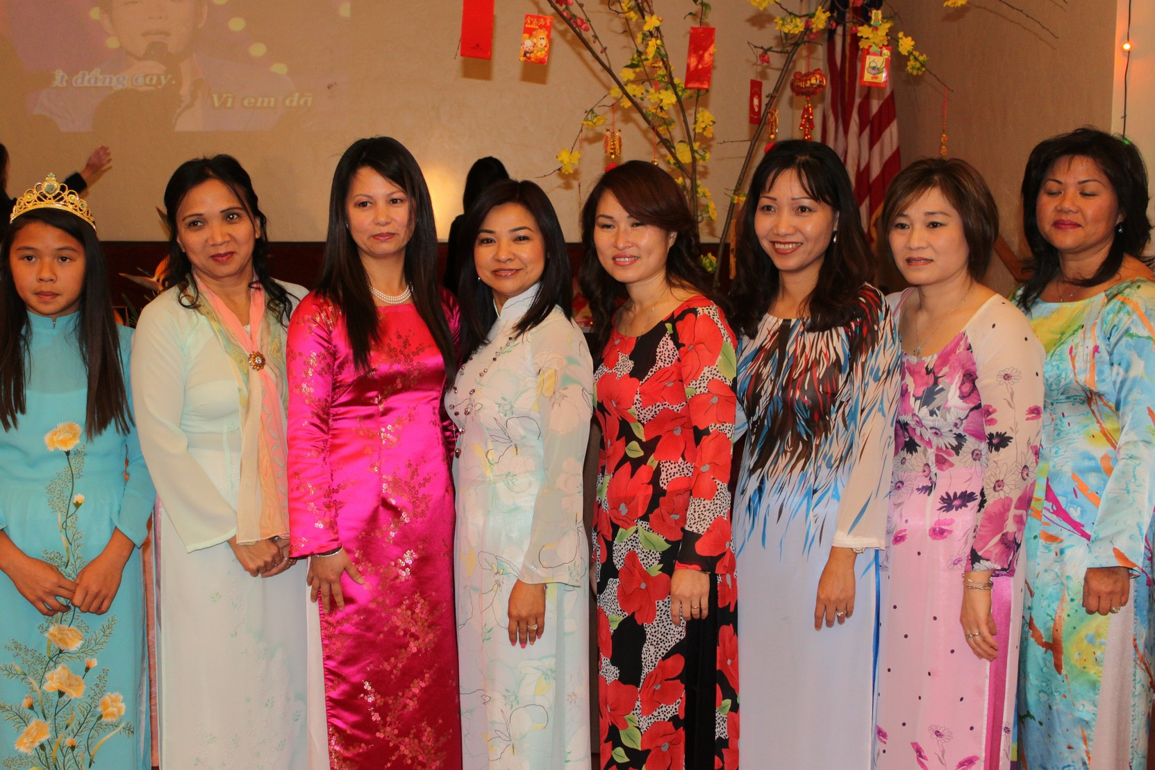 space/pictures/past_years/2014-0118-Tet_Giap_Ngo_Celebration/IMG_5315.jpg -|- Last modified: 2014-01-18 21:00:38