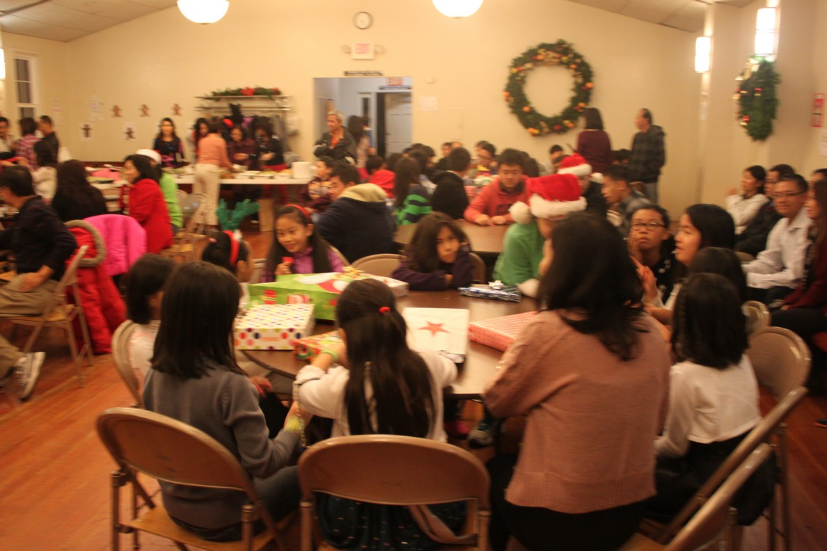 space/pictures/past_years/2014-1213-ChristmasParty/IMG_0428.jpg -|- Last modified: 2014-12-13 22:41:34